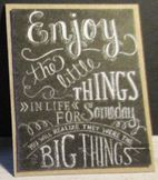 "Nukkekodin Sanataulu ""Enjoy the little things"" 4.5 x 3.5 cm/pahvi"